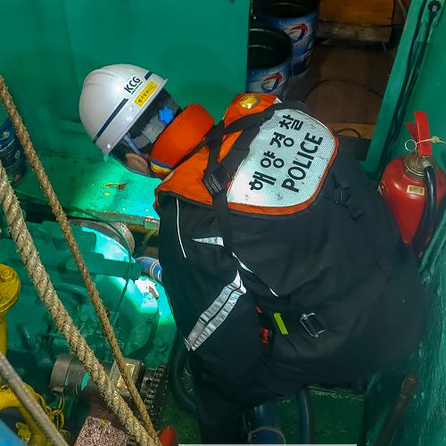 200517-여수해경, 짙은안개 속 하백도 인근 침수 어선 구조 (1).png