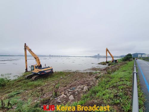 영산강 수해쓰레기 수거작업.png