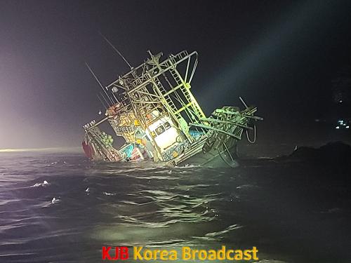 2. 지난 5일 밤 진도군 해상에서 암초에 얹혀 좌초된 사고 선박 A호(2).png
