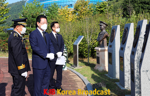 고 한병하 치안감 흉상 참배2.png
